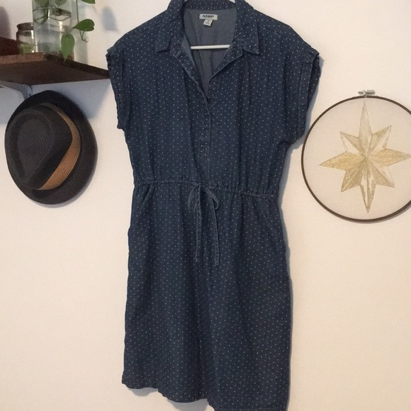 Old Navy Dresses & Skirts - Polka dot chambray dress with pockets!